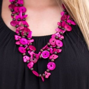 Jewelry - 🌺 Living the tropical life pink necklace